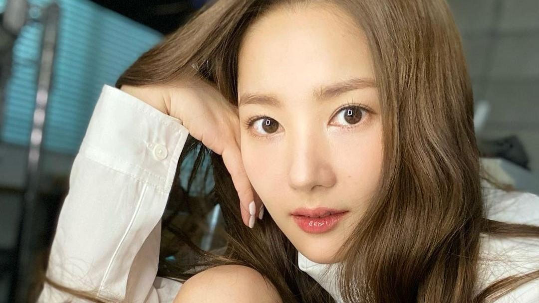 Park Min-young Goda Penggemar Dengan Unggahan Foto Kelulusan Untuk Karakter Di Drama Terbaru